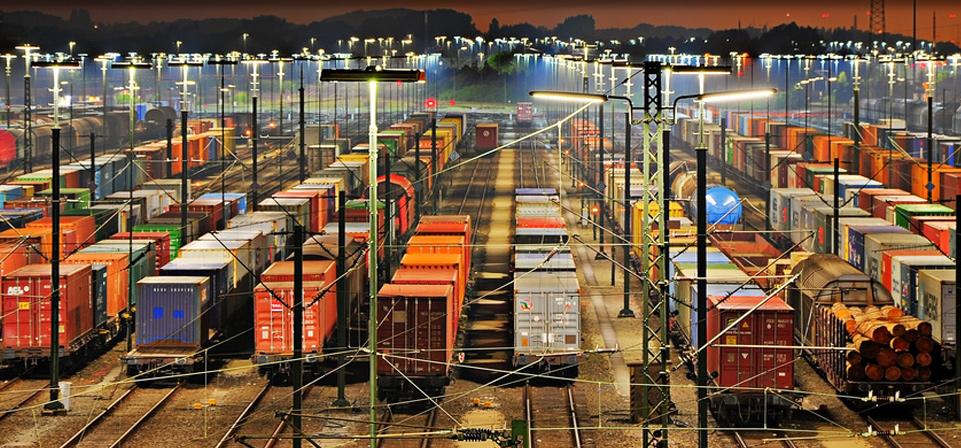 Containerabfertigung Verschiffung und Verfrachtung