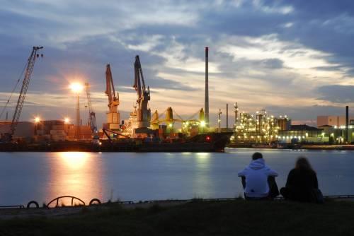 Containerabfertigung - Hamburger Hafen